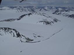 A dark line of morraine is clearly visible where two glaciers meet. (Photo by Wayne Clough)