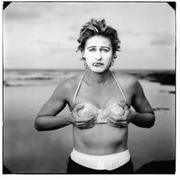 Ellen DeGeneres, Kauai, Hawaii by Annie Leibovitz. Gelatin silver print, 1997. © Annie Leibovitz, 2010
