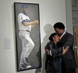 Pedro Martinez and his mother Leopoldina Martinez (Photo by Alex Brandon/AP)