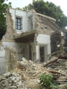 The Centre d'Arte after the earthquake. (Photo by Wayne Clough)