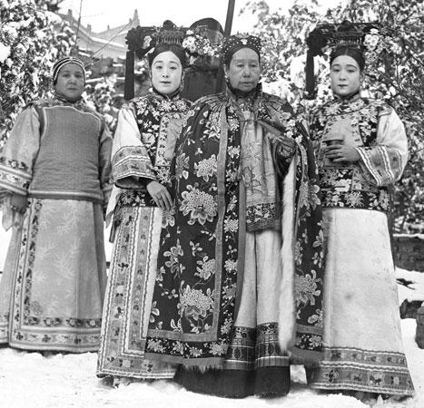 Cixi is flanked by the photographer's sisters, Deling and Rongling. Behind them is their mother, Madame Yugeng.SC-GR-259, detail.