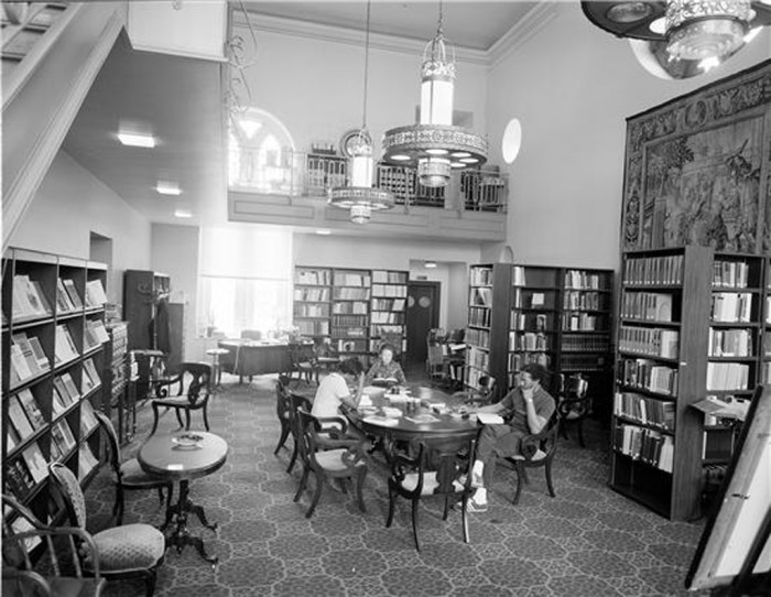 The Woodrow Wilson Library located in the West Range of the Smithsonian Institution Building in 1972.