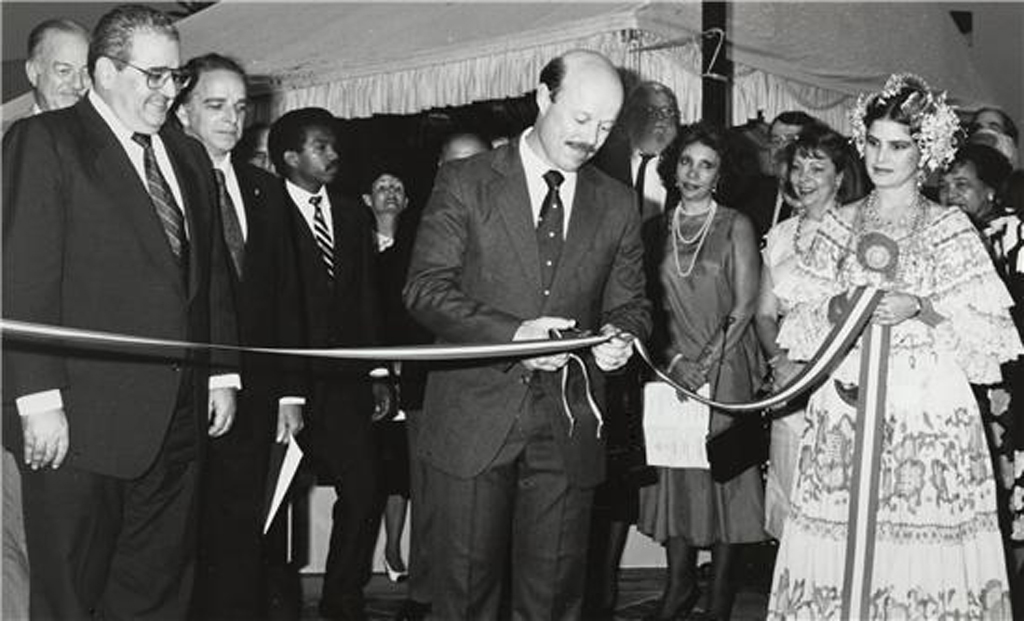 Ribbon-cutting ceremony for the Earl S. Tupper Center at the Smithsonian Tropical Research Institute