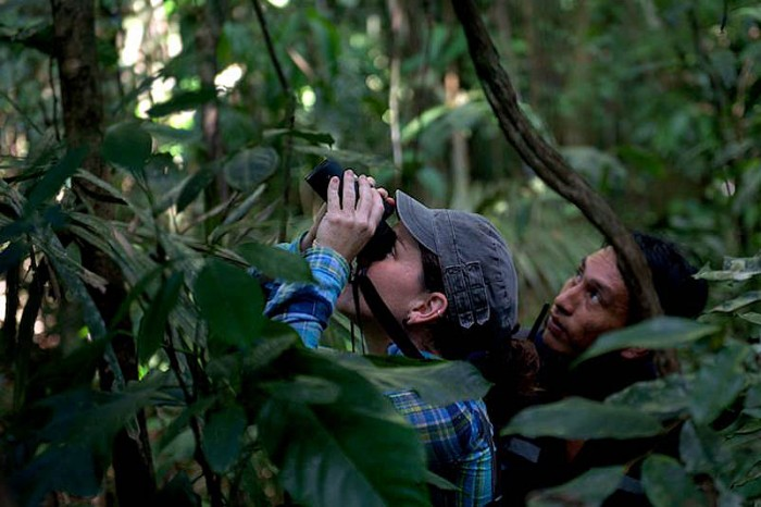 Tremaine Gregory, (left) and field assistant Alan Peñarreal from the local Matsigenka community of Camisea in Costa Rica. (Photo by David Mansell-Moullin)