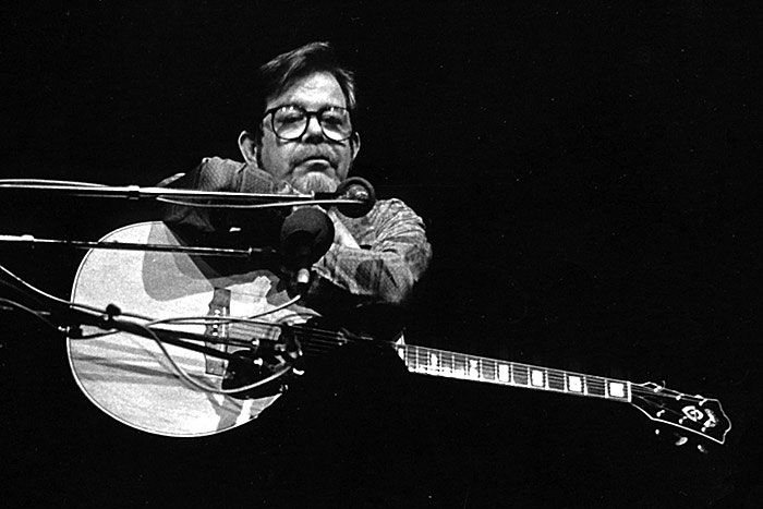 Dave Van Ronk performing late in career (exact year unknown). Photo courtesy Andrea Vuocolo