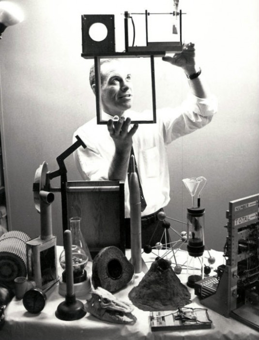 An NBC publicity photo of Don Herbert as Mr. Wizard in 1961.