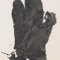 Irving Penn, Mud Glove, New York, 1975, printed 1976, Smithsonian American Art Museum, Gift of the artist. Copyright © The Irving Penn Foundation