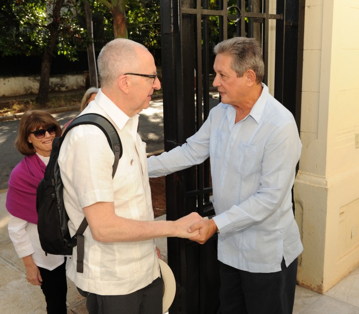 Dr. Skorton shakes hands with unidentified man