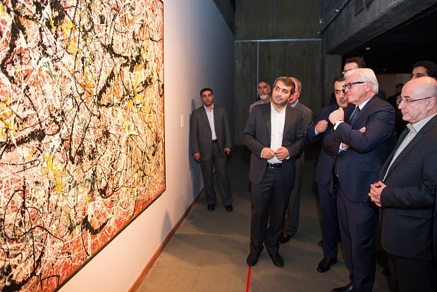 Dignitaries looking at large Pollack paintingi