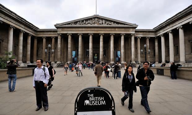 Pedestrians in front of British Museum