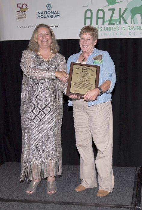 Brader accepts AAZK Award