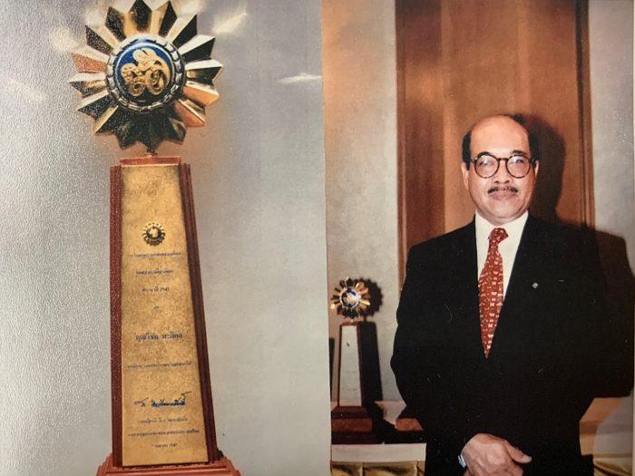 Vichai Malikul poses next to award