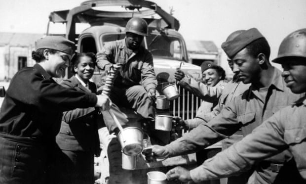 African American WWII solders receive meals from WACs