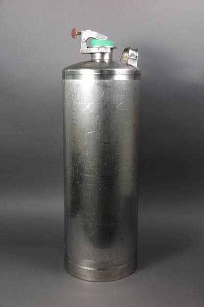Vacuum-sealed steel container
