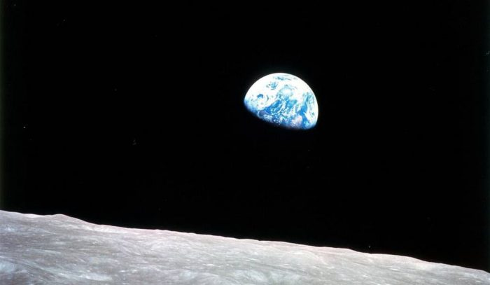 Earthrise photo of earth seen from the moon